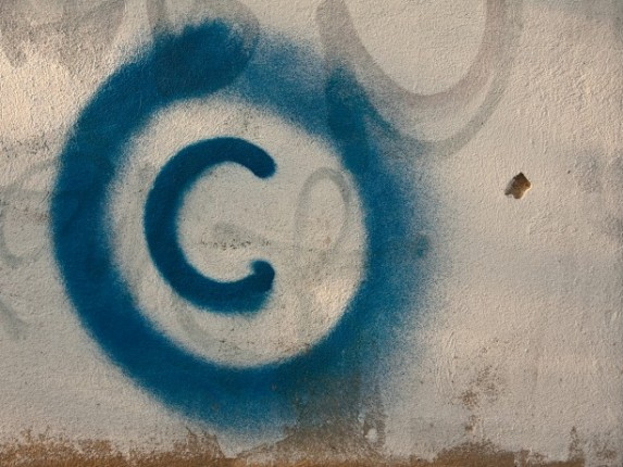copyright-sign-graffiti-1422515-o-690x460